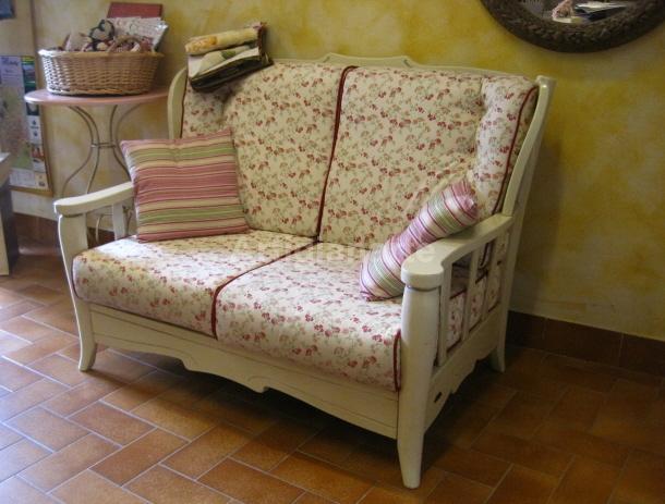 Offerte promozionali artigianarte decorazioni e mobili colorati in stile country stile - Divano letto stile country ...
