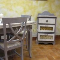 tavolo con dispensa bicolore