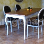 tavolo provenzale bicolore con poltroncine thumb