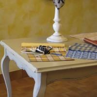 tavolo-provenzale-con-lampada