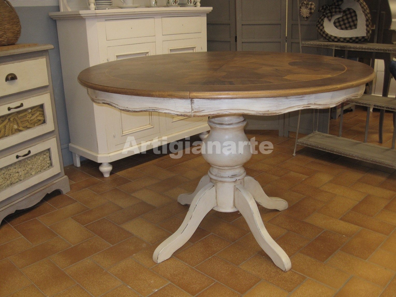 Come acquistare un tavolo in legno grezzo per la tua cucina for Tavolo tondo allungabile moderno